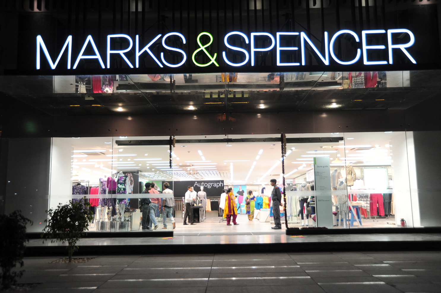 marks and spencer marketing mix for one segment